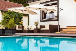 Barrières de protection pour votre piscine : pour quels matériaux opter ?