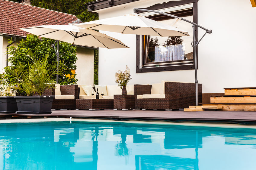 Great pool lounge