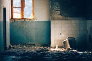 Comment évacuer les gravats sur les chantiers de démolition ?