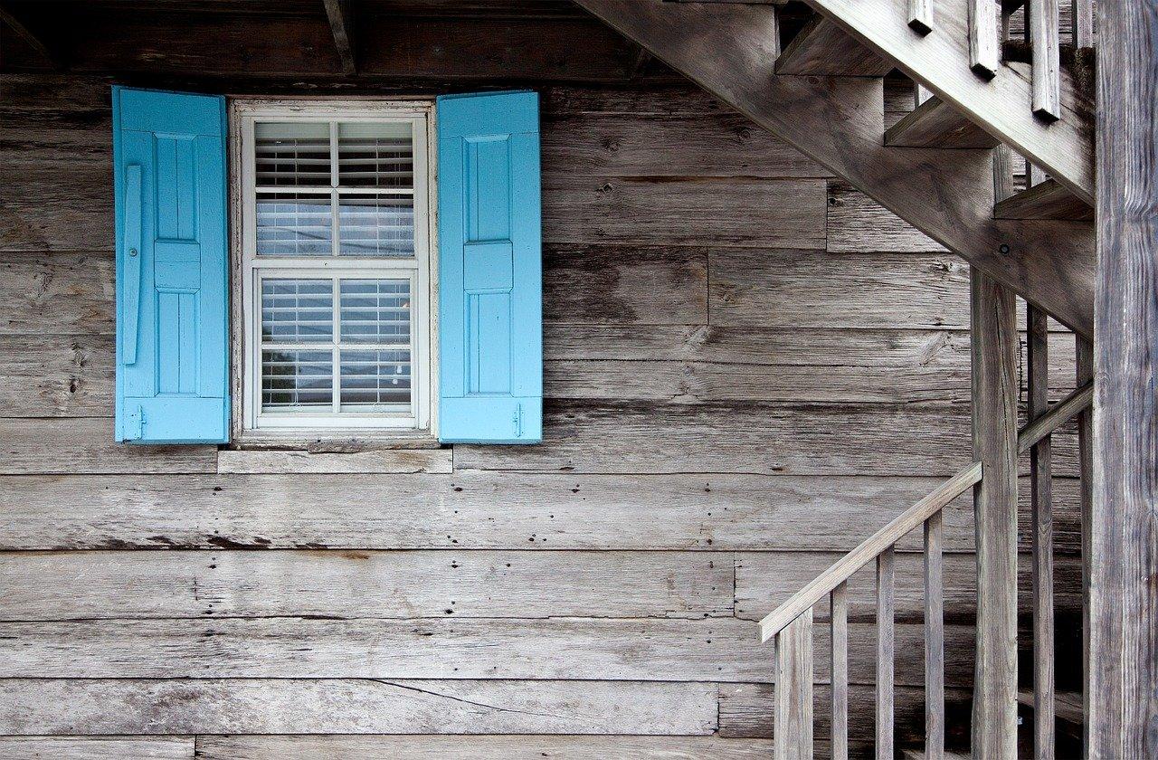 Comment rénover les volets en bois de votre maison? Nos conseils